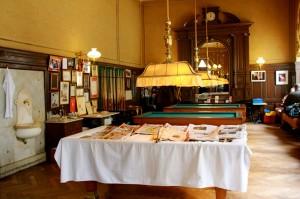 Dans un décor fin 19e, le café Sperl situé à deux pas de Karlsplatz et des musées accueille une clientèle internationale pour un apéritif le soir ou un brunch de fin de matinée. Billard français et presse internationale sont à leur disposition.