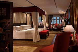 Colonial_Manor_Bedroom_r1_c1