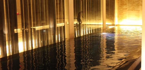 Le bassin de nage du spa
