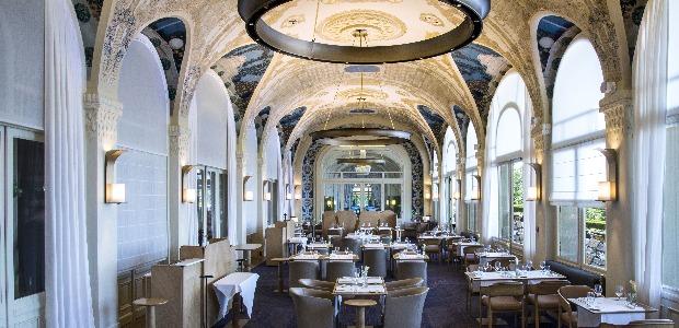 Salle du restaurant avec les fresques