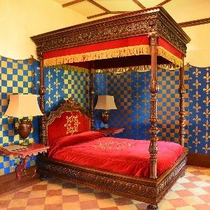 """Le lit à baldaquin de la suite """"Montaigne"""""""