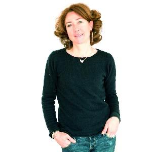 Juliette Topolanski, l'hA?tesse et dA�coratrice de l'appartement