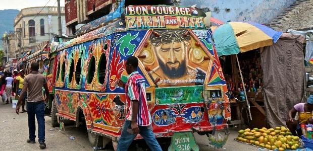 Un tap-tap, les transports en commun de Port-au-Prince.